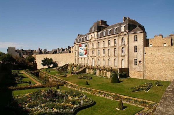 Châteaux et Palais _ _ Château de l'Hermine