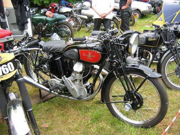 Motos et cycles du monde _ _ Excelsior