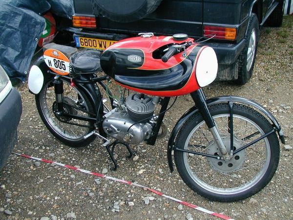 Motos et cycles du monde _ _ Ferrari
