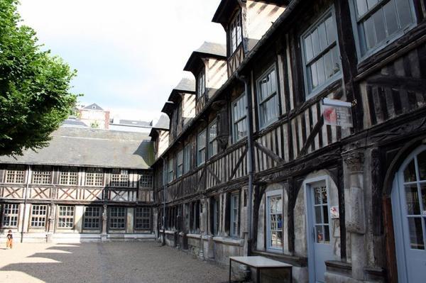 Les Grands Cimetières _ _ Aître Saint-Maclou (Rouen)