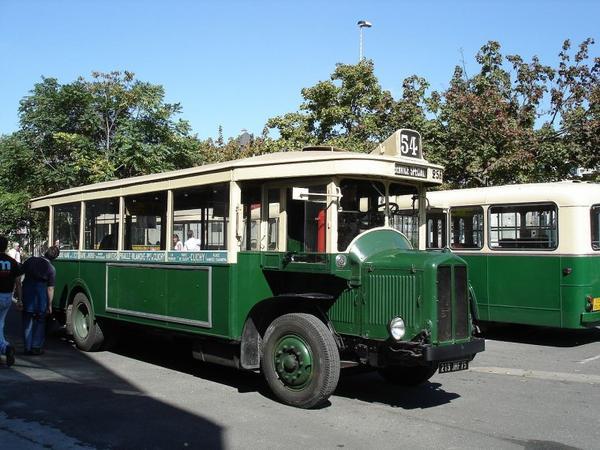 Les Premiers autobus de la RATP