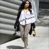 Tantalon léopard, pieds nus .. Nessa cherche à lancer une nouvelle mode ?