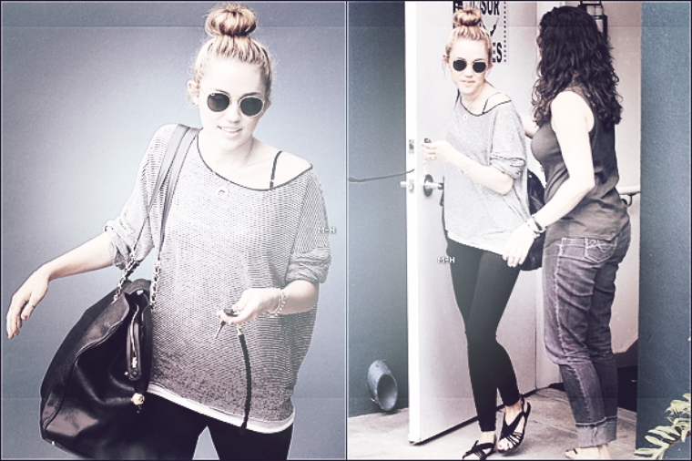 12/07/12 : Miley quittant son cours de pilate au Winsor Pilates à West Hollywood.