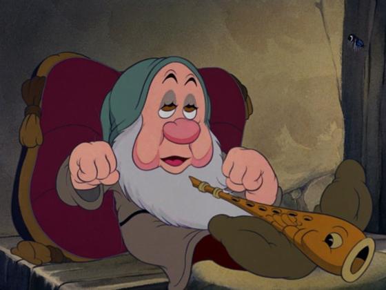 """personnage dans """"Blanche-Neige et les Sept Nains."""" :  Dormeur"""