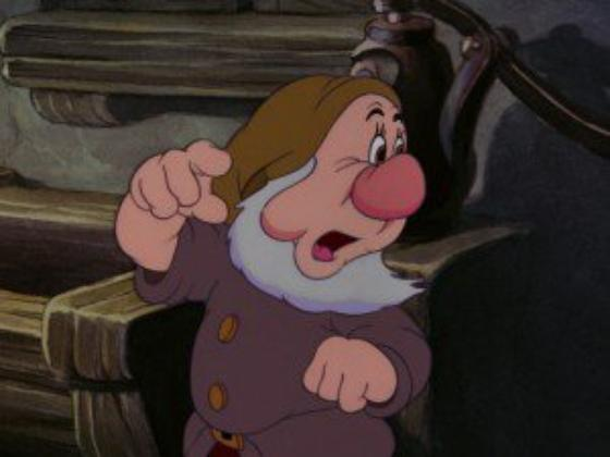 """personnage dans """"Blanche-Neige et les Sept Nains."""" : Atchoum"""
