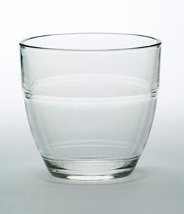 Verre duralex : le plus vieux va chercher l'eau !