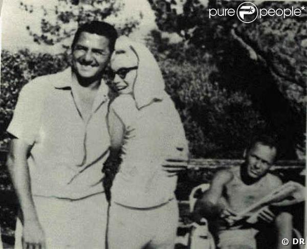 Décès de l'acteur et chanteur américain, Frank Sinatra.