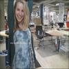 « Bridgit à Ikea ce 16 Août 2009  >  Photo de Twitter par Katya ( la BFF de Bridgit ) & elle a ajouté : Salut c'est Katya,Bridgit & moi sommes à Ikea et j'ai volé son téléphone pour twitté. Muhaha & voici ce que Bridgit a ajouté : C'est tellement agréable de mettre son pied sur un bureau Ikea.  »