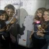 « Nouvelle photo de Bridgit au côté des stars de Disney : Debby Ryan, Chelsea Staub & Nicole Anderson pour le projet Disney > Dans le bus de Friends For A Change »