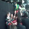 .    « Bridgit fêtant son anniversaire le 18 Décembre avec la family Disney de Good Luck Charlie »    Elle a twitté : Meilleur anniversaire !! Photo flou mais vous voyez l'idée. Super fête avec ma famille tv & tout le monde.          .