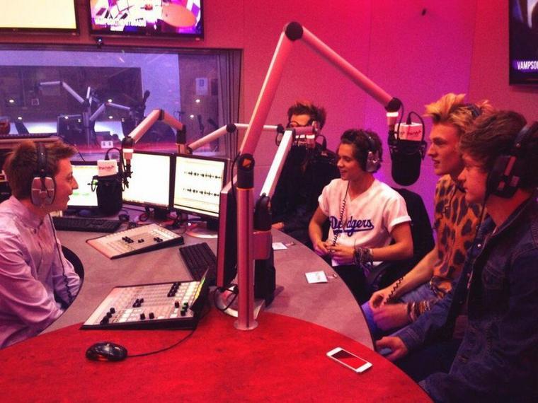 The Vamps en live à The Hits Radio (14.08.13)