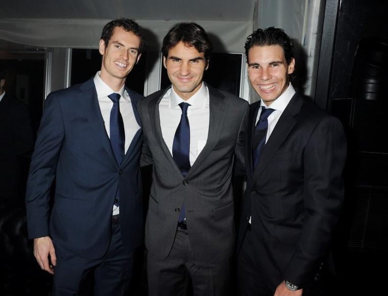 """17.11.11 : """"Premier jour d'entraînement avec Novak à l'02 Arena de Londres ! Avant je me suis échauffé avec Toni en faisant un foot-tennis :)"""""""