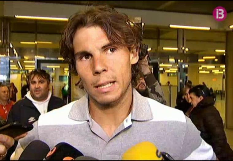 News : Rafa est de retour chez lui. Il a été accueilli par les journalistes habituels et les curieux.