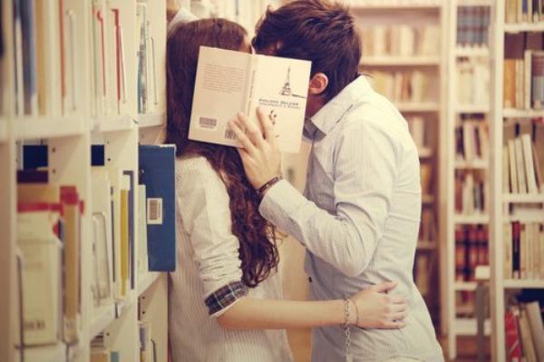 Le baiser est la plus douce des gourmandises, la plus sincère et la moins calorique.