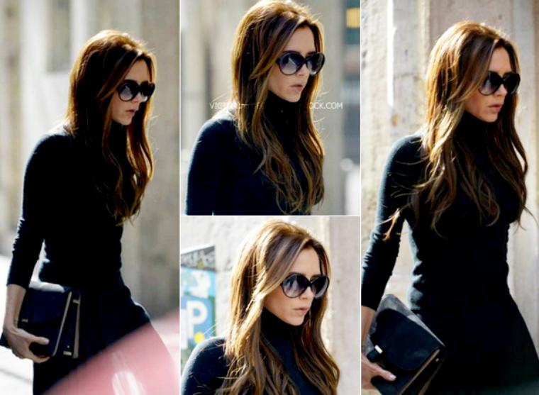 ... une paire de lunettes de soleil de sa collection Autumn Winter 2012 et  une pochette de sa collection Victoria by Victoria Beckham Spring Summer  2013. 6aa260c7779b