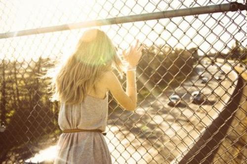 Certaines personnes n'ont pas de sentiments, aucune attache. J'aimerais être comme eux parfois.