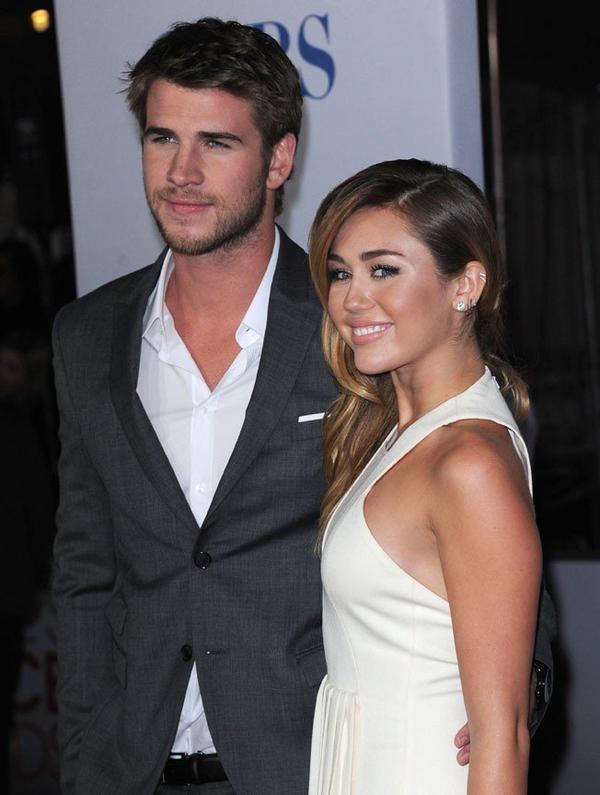 People's Choice Awards 2012 : Miley Cyrus, épanouie, glamour et tellement amoureuse