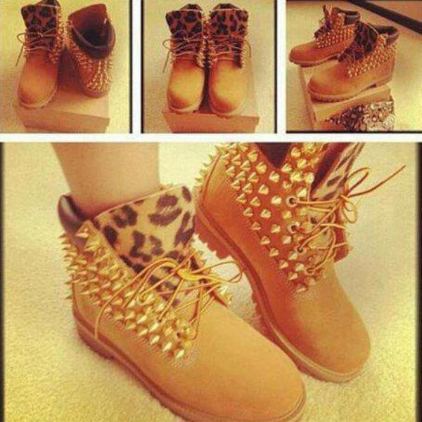 . J'ai flashée sur ces magnifiques chaussures *-* •Waw!! Je ne connais pas la marque de ses chaussures,mais je les adores. J'ai trouvée la photo sur Facebook. Qu'en pense-tu? Donne-moi ton avis !! .