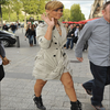 » Rihanna Allant faire du Shopping Dans Paris !  - Top Ou Flop ?  Avec son Trenchcoat signé Burberry , Elle nous assure un Grand Top !