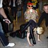 >> Sorry Gaga ! It's Rihanna Reign ! - Via Facebook  Cette Image Provient de La chute de Lady gaga a L'aeroport de Londres !