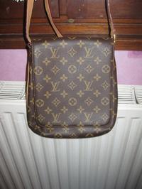 189a551d19c VRAI SACOCHE LOUIS VUITTON   couleur marron   JAMAIS portée   véritable  sacoche achetée à Paris (écris a ...
