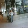 Un fan a posté sur son Twitter une photo de Emma a l'aéroport de Boston le 23/09/09                     Cela veut dire que Emma est de retour aux Etats-Unis =D et surtout pour ses cours =P