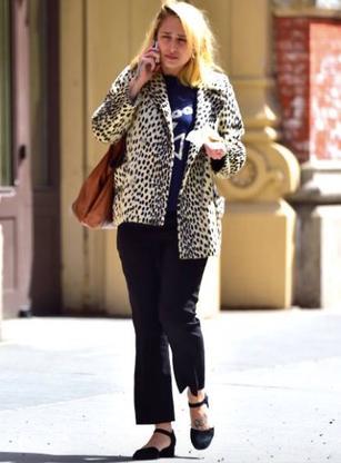03/04/2017: Jemima a été prise en photos par les paparazzis quand elle se déplaçait dans le quartier de Soho... les inconvénients du succès commence à devenir récurrents.