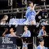"""Article 23 :_____________________________Big Day out (4ème partie)  Hier, Lily donnait son 4ème concert,toujours au Festival """"Big Day Out"""" se déroulant à Sydney (Australie).Elle portait une très jolie robe bleu et blanc avec des chaussures jaune canaris :) un vrai coup de ♥ .Je trouve que ces tenues sont de plus en plus belles ! vous ne trouvez pas ? Pour voir sa tenue en entière.Sinon que dire vous avez regardé les NRJ music awards hier soir ? Moi j'étais super déçus que Lily ne rapporte rien et qu'elle ne soit pas là (enfin c'est normale on peu pas être en même temps a Sydney et a Paris ^^) Mais bon c'est pas grâve il y avait Mika , Rihanna , David Guetta , Kesha , Helmut Fritz et surtout j'ai découvert un nouvel Artiste ; Michael Buble j'adore ♥ ! et vous que pensé vous des NRJ music awards ? Par manque de temps je vous ai fait un récapitulatif des sorties entre le 20et21 de lily ici"""
