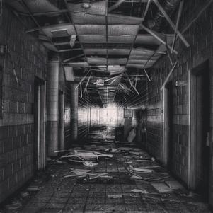 Dans les couloirs sombres
