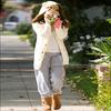 Candid de la Tizz !    ------- Ashley Tisdale, se promenant avec son chien Maui...   On dirait qu'elle a enfin trouver le moyen de se cacher des paps.. Halalaa sacrée Ashley ! Pauvre Maui ! x)   -------