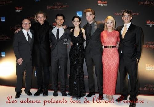 Le 20/11/2011: Une partie du Cast de Twilight était présente , notamment Robert, Kristen & Taylor , à Londres pour l'avant première de B.Danw part.1 ! Aimez vous leur tenue ?