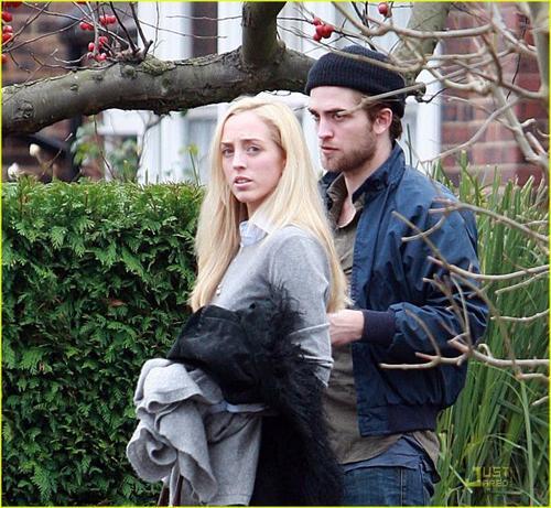 La s½ur de R.Pattinson dans X FACTOR !