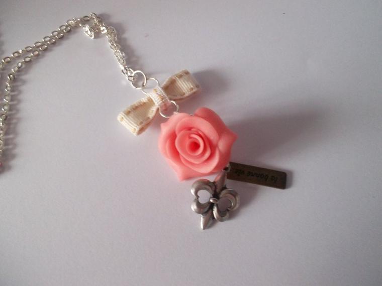 Sautoir rose