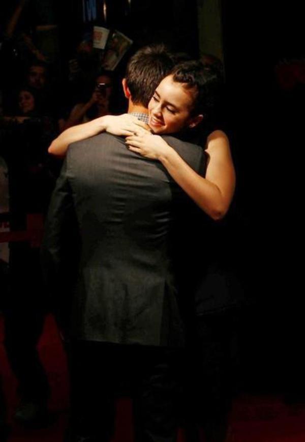 Taylor Lautner Et Lily Collins <3