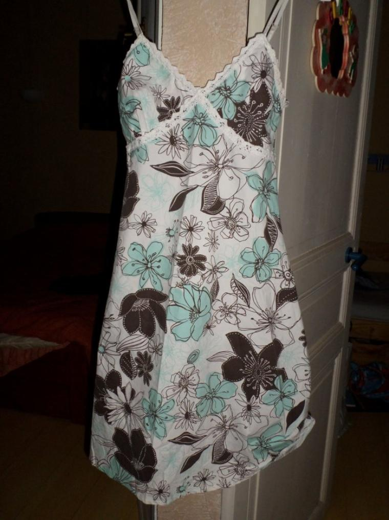 robe fleurie taille 36 :3¤