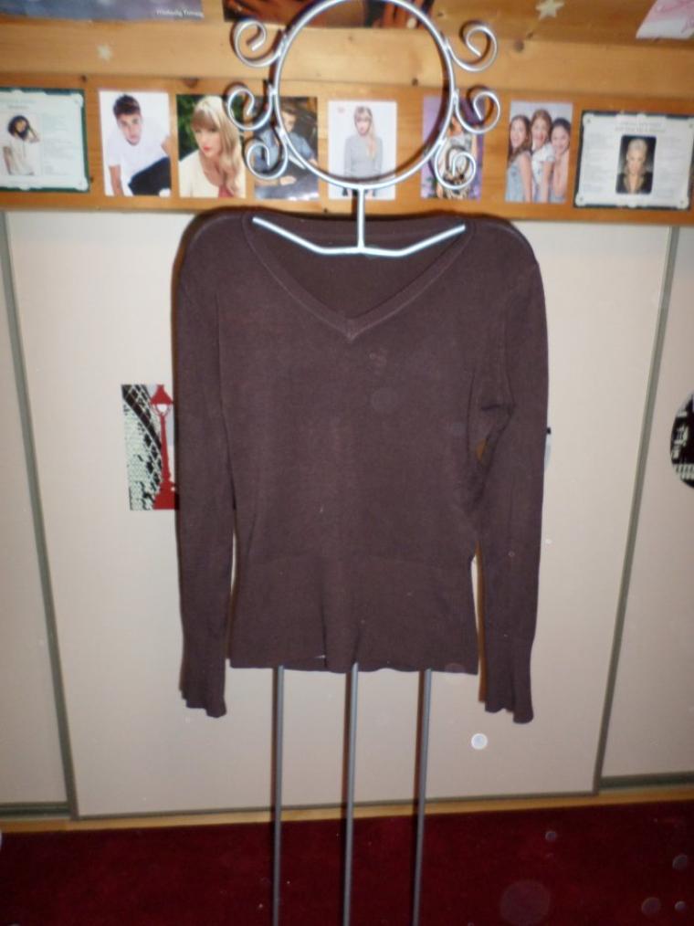 tee shirt marron taille M (il n'est pas taché c'est un effet  d'appareilphoto).