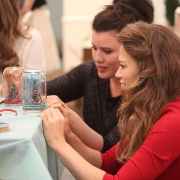 """Bethany Joy Lenz s'est rendue à l'évènement """"Holiday Party'"""" organisé par Zooey Magazine"""