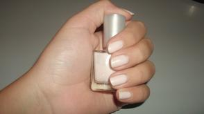 rose clair. (ce sont mes ongles)
