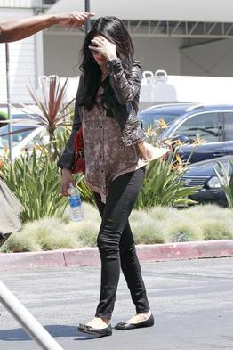 20/04 Selena a l'aéoport de Santa Monica (L.A) avec ses parents.