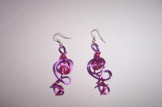 boucles d'oreilles rose et violettes alu ( 3 + 1 frais de port )