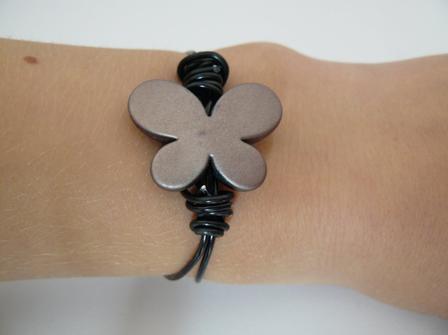 bracelet papillon noir et marron ( 4 + 1 frais de port )