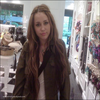 . 18.04.10 :_.__ Miley a été photographié dans un magasin Forever 21 par un employé. Passionnant. .