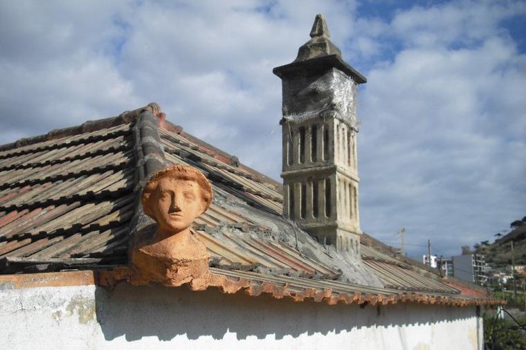 345  Toits typiques des maisons madériennes