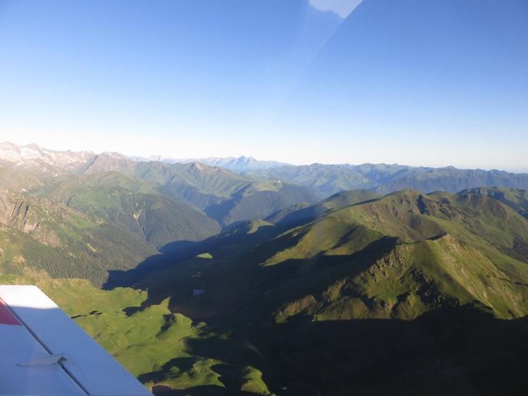 1105  Au-dessus des montagnes...