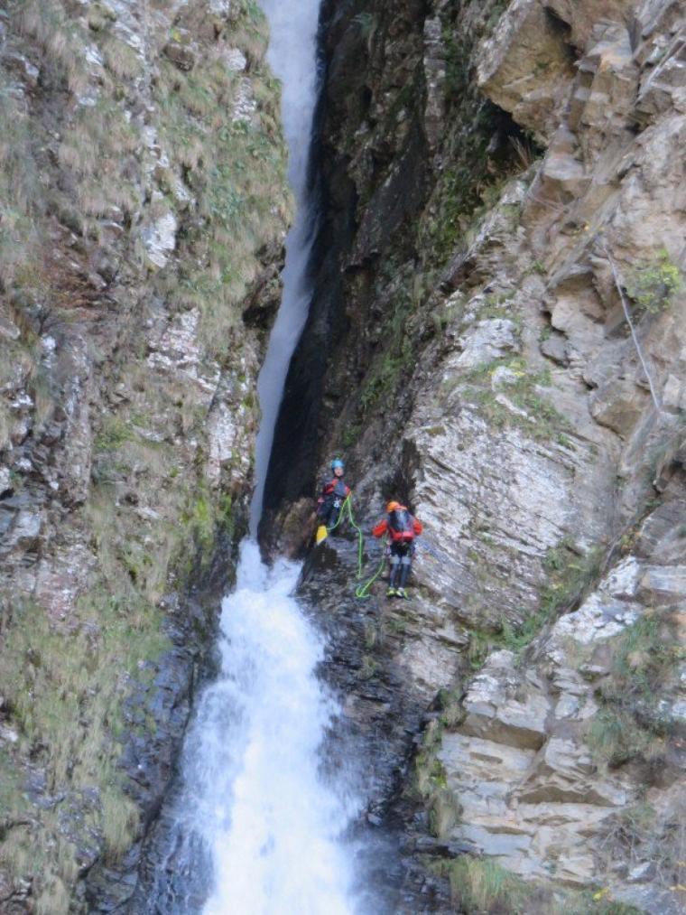 1168  Cascade et...cascadeurs