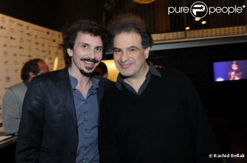 """Arnaud avec Mezrahi dans le train pour une """"Nuit à Makala"""" au Zénith (le 26 mars 2012)"""