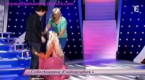 Arnaud Tsamere dans le sketch d'Artus et avec la participation d'Ahmed Silla (Collectionneur d'autographes)