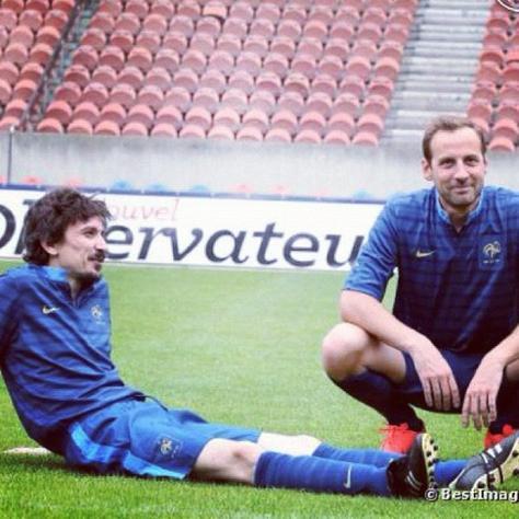 Arnaud Tsamere joue au foot!