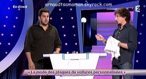 Arnaud Tsamere est passé dans le sketch d'Artus (La mode des plaques de voitures personnalisées)