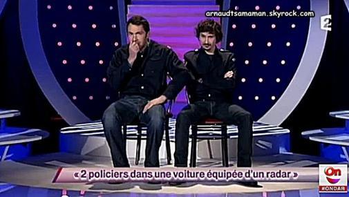 2 policiers dans une voiture équipée d'un radar (69ème passage d'Arnaud Tsamere)